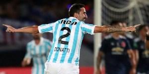 Alejandro Donatti festeja un gol.