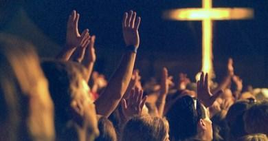 Estudo revela que frequentar cultos pode acrescentar até três anos de vida