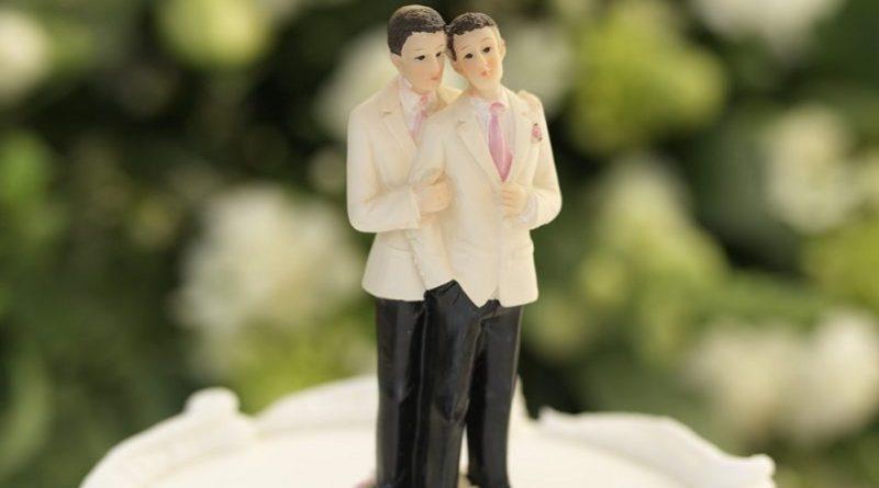 Confeitaria se recusa a fazer bolo de casamento gay e caso foi parar na Justiça - Direito do Confeiteiro ou do Casal gay?