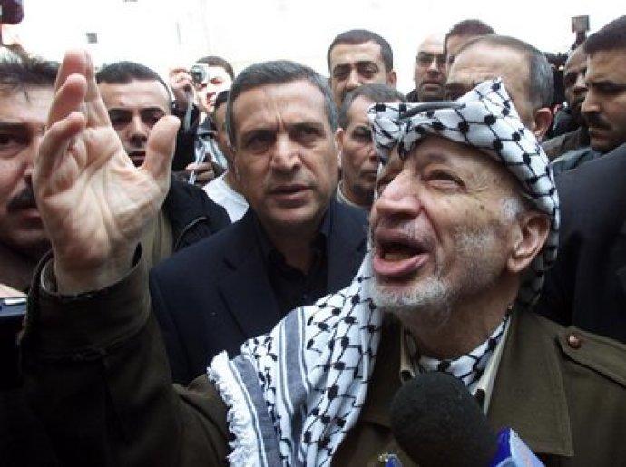 """Yasser Arafat (1929 – 2004) – Criador e líder da OLP e do grupo terrorista Fatah. O """"maior líder palestino"""" desviou 2 bilhões de dólares de fundos públicos palestinos para sua conta bancária pessoal."""