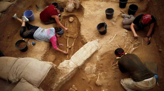 Arqueólogos encontram cemitério do povo de Golias, os Filisteus