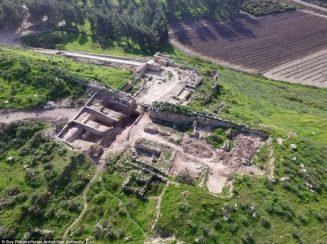 O portal foi encontrado dentro do Parque Nacional Laquis, que inclui as ruínas da cidade antiga, considerado um dos mais importantes sítios arqueológicos de Israel. Foto: Israel Antiquities Authority
