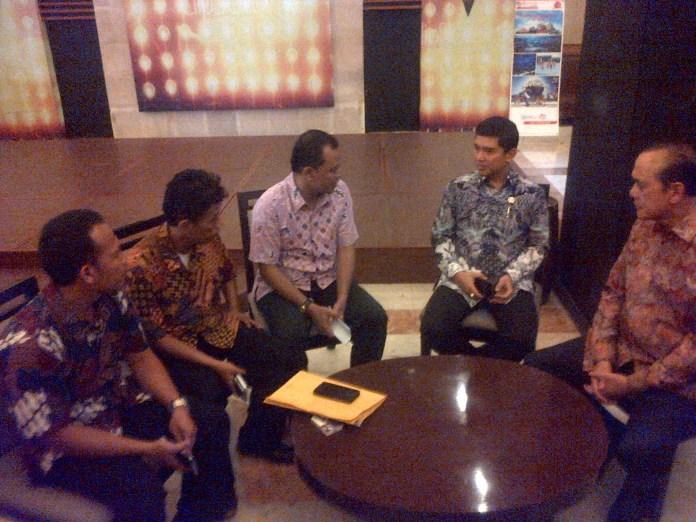 MenPAN-RB (kedua dari kanan) usai menghadiri diskusi publik