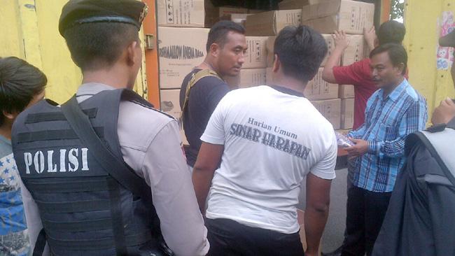 Pemeriksaan kendaraan barang di Tol Sertim