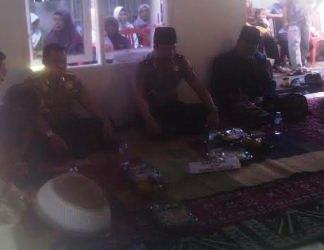 Kapolda Banten bersama warga