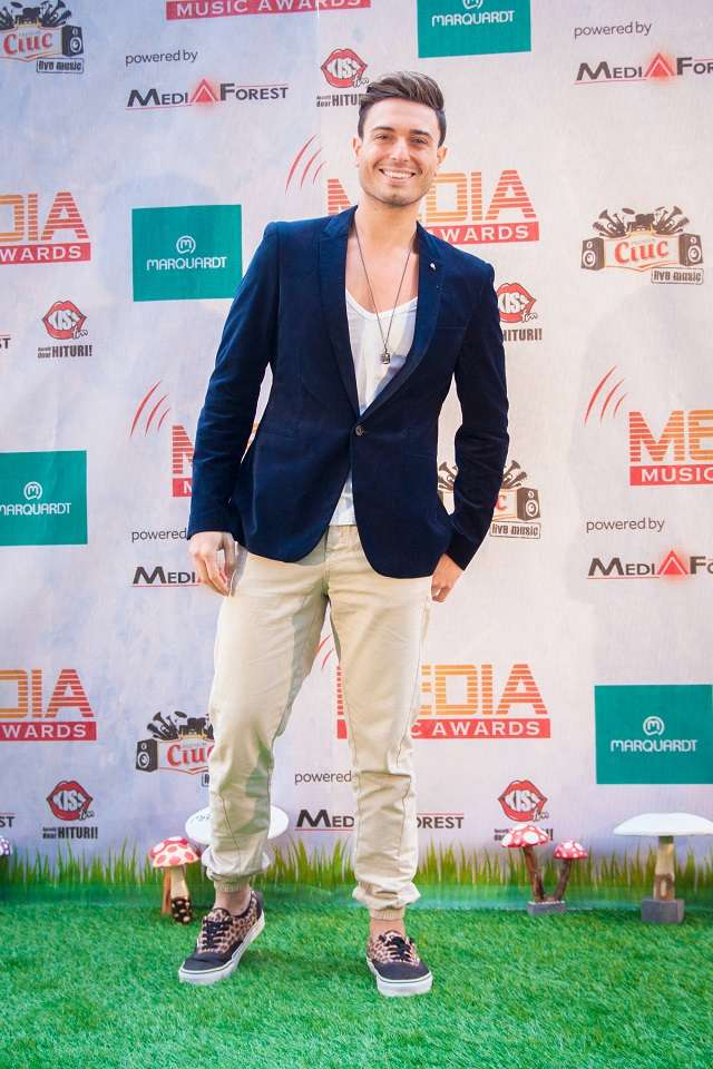 fayedee, green carpet
