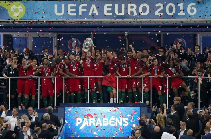 epa05419791 Portuguese player Pepe (C) lifts the trophy flanked by teammates after winning the UEFA EURO 2016 Final match between Portugal and France at Stade de France in Saint-Denis, France, 10 July 2016. (RESTRICTIONS APPLY: For editorial news reporting purposes only. Not used for commercial or marketing purposes without prior written approval of UEFA. Images must appear as still images and must not emulate match action video footage. Photographs published in online publications (whether via the Internet or otherwise) shall have an interval of at least 20 seconds between the posting.) EPA/MIGUEL A. LOPES EDITORIAL USE ONLY
