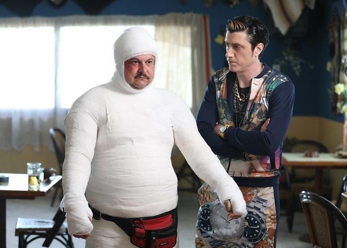 GRILA, PRO TV: Mihai Bobonete, acoperit complet în gips pentru rolul lui Bobiță din Las Fierbinți!