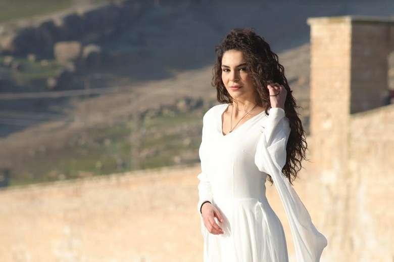 """INTERVIU EXCLUSIV cu actriţa Ebru Şahin, în rolul tinerei Reyyan din serialul """"Hercai"""", difuzat la Kanal D"""