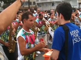 Igrejas montam diversos tipos de estratégias para evangelizar no Carnaval