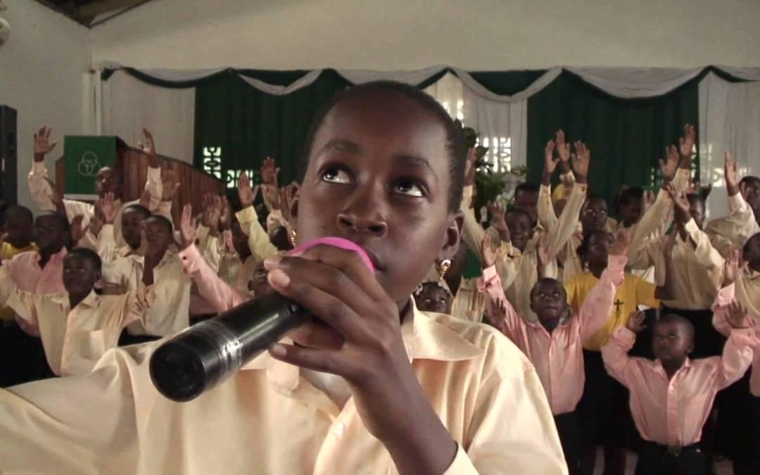 Coral gospel de crianças na Tanzania