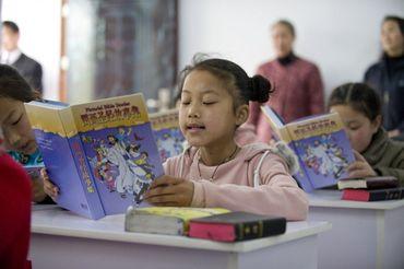 Na china, cristãos ensinam a Bíblia a seus filhos, mesmo sofrendo ameaça de prisão