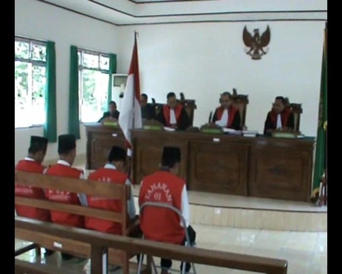 Sidang Pembunuhan Polisi Terdakwa Diganjar Hakim 18 Tahun Penjara