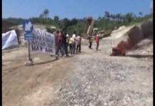 Belum di Bayar,Warga Blokade Pembangunan JTTS