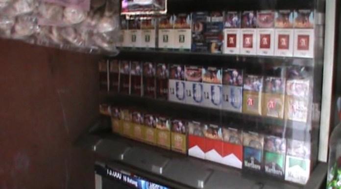 Pedagang Tolak Kenaikkan Harga Rokok