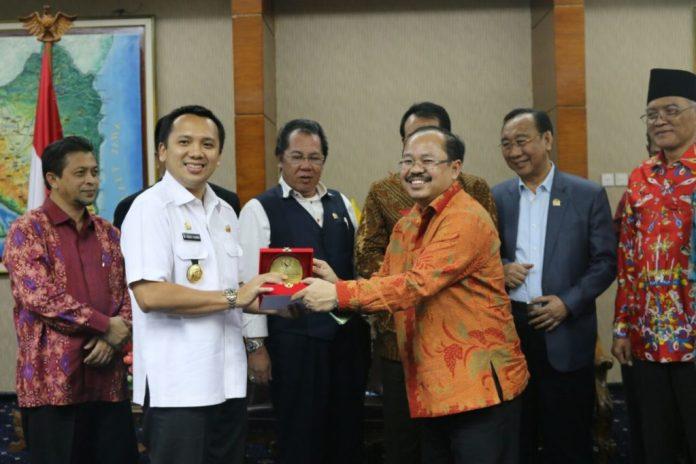 Kunker Komisi II DPR RI, Gubernur Sampaikan Terus Komitmen Dalam Meningkatkan Pelayanan Publik