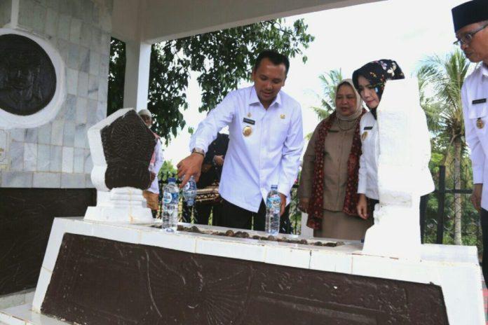 Ini Agenda Sebenarnya Gubernur M. Ridho Ficardo Ziarah ke Makam Pahlawan Raden Inten