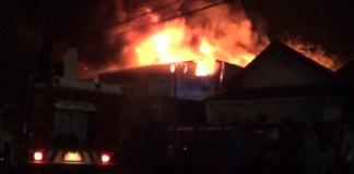 Kebakaran Hebat Toko Material Bangunan, Sampai Terdengar Beberapa Kali Ledakan