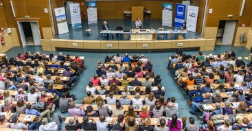 France. Montpellier. Faculté de Médecine. 29 octobre 2015. Le Monde a-t-il un sens. Conférence de Pierre Rabhi et Jean-Marie Pelt organisé par R-Révolution-Santé.