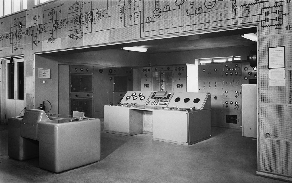 Indoor_shot_of_Pori_short_wave_station,_1954