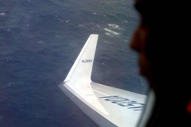 Les recherches continuent sans relâche pour retrouver les boîtes noires de l'avion disparu de la Malaysia Airlines. © Reuters