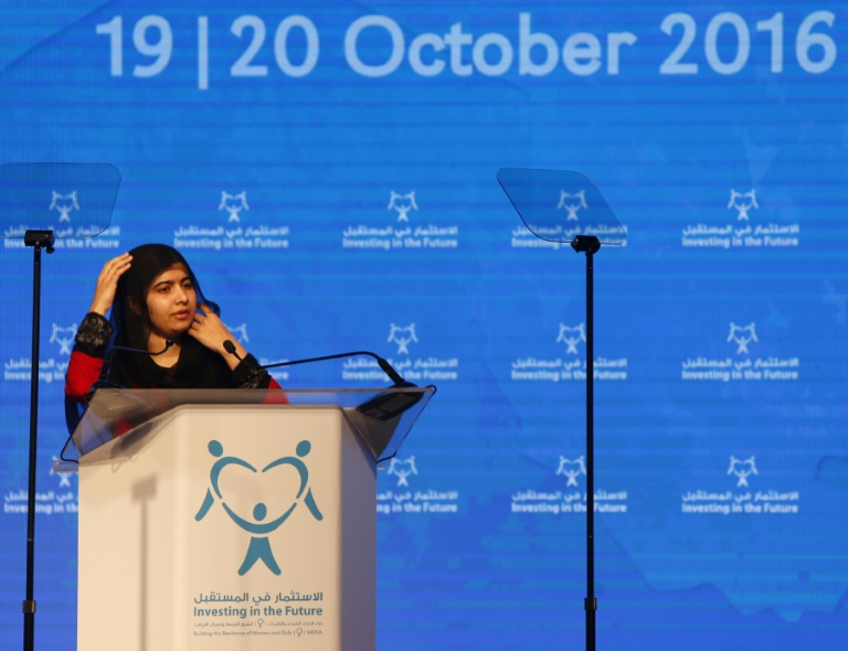 Malala Yousafzai, l'ouverture d'une conférence sur l'avenir des femmes, le 19 octobre 2016 à Charjah, aux Emirats arabes unis. © AFP