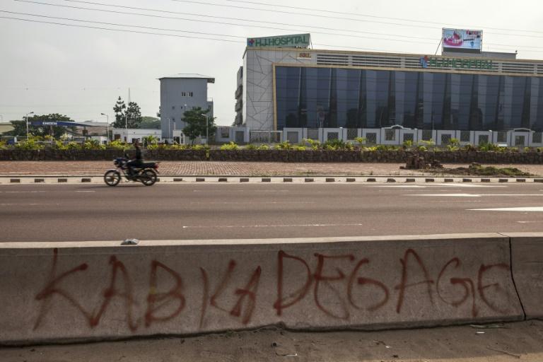 Une inscription anti-Kabila sur une artère de Kinshasa, le 19 décembre 2016. © AFP