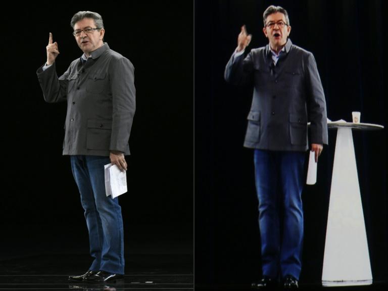 Montage de photos créé le 5 février 2017 montrant Jean-Luc Mélenchon dans une réunion à Chassieu près de Lyon et son hologramme à La Plaine Saint Denis. © AFP