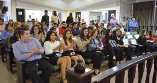 Asisten estudiantes de Derecho de la UABCS al Congreso del Estado