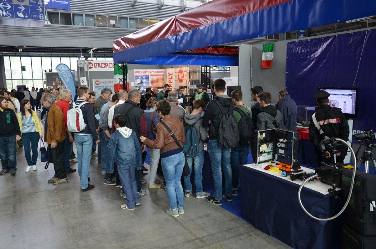 carabinieri radioamatore pordenone 1 1200x795 Carabinieri presenti alla 50^ Edizione della Fiera Nazionale del radioamatore di Pordenone