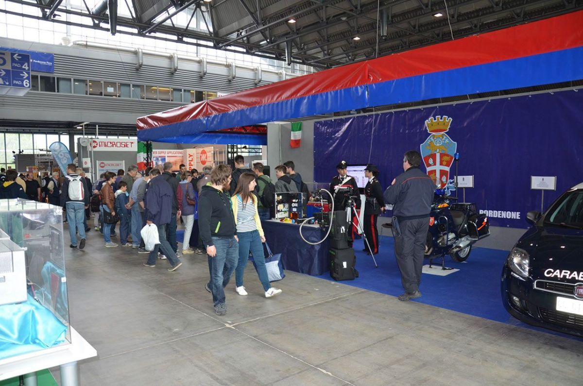 carabinieri radioamatore pordenone 4 1200x795 Carabinieri presenti alla 50^ Edizione della Fiera Nazionale del radioamatore di Pordenone