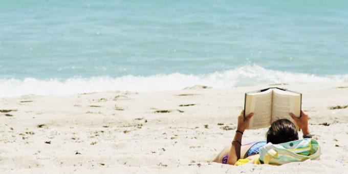 Risultati immagini per libri sotto l'ombrellone