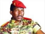 Burkina Faso : Thomas Sankara ; «  En tant que dirigeant il vous faut être à l'étage, ce qui vous permet de voir loin ; mais de temps en temps, il faut descendre au rez-de-chaussée pour voir également dans la rue ce qui se passe. »