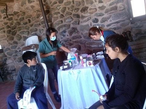 Las odontólogas atendieron en Yacochuya y Tolombón