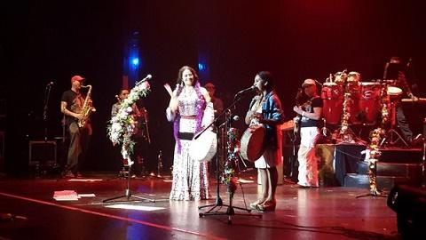 Lila Downs invitó a Mariana Carrizo a cantar Doña Ubenza.