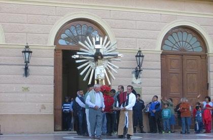 0-cafayate-procesion-del-milagro-cristo-sale-del-templo