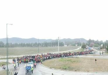 Los peregrinos de San Carlos y La Viña en el limte entre Cerrillos y Salta este miércoles por la mañana. Foto gentileza: Prensa La Viña Salta