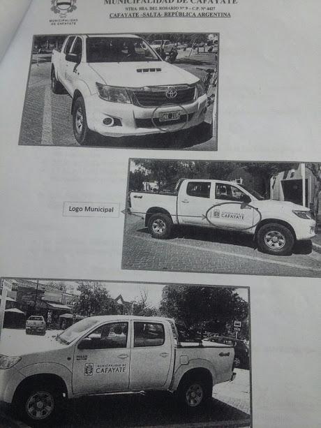 Las fotos enviadas por Almeda al Concejo Deliberante donde confirma que solo restituyó el logo municipal y no el de discapacidad para seguir dándole uso personal al vehículo.