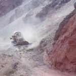 Impactantes imágenes de una topadora destruyendo cerros de la Quebrada de Las Conchas