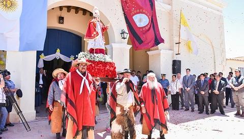Devoción en la fiesta patronal de San Carlos