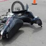 Tras un choque, el conductor de una moto se golpeó la cabeza y fue trasladado de urgencia