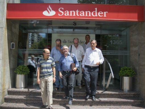 AEBU apoya a trabajadores de banco Santander en EEUU