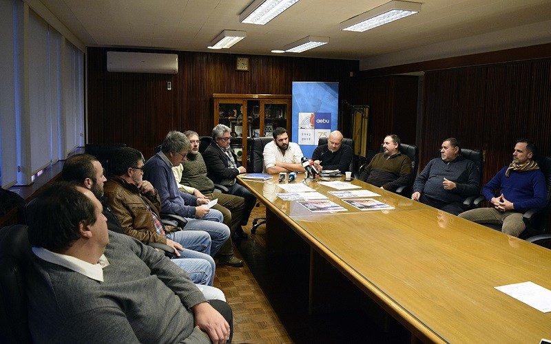 Delegación de Banca Oficial se reunió con bancada del FA
