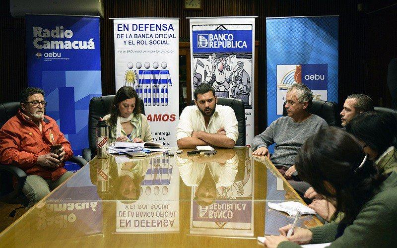 Banca Oficial mantiene medidas y retoma negociación con el BROU