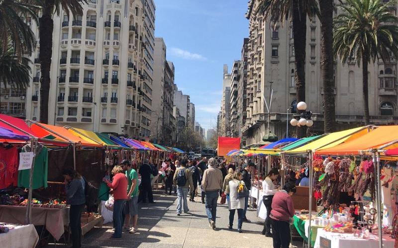Feria de la Diversidad se instaló en la Plaza Independencia