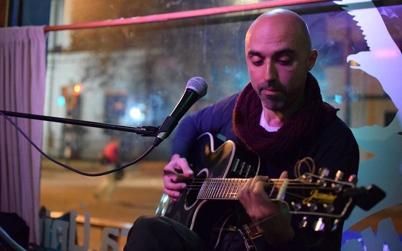 Hablamos con el cantautor Ismael Collazo