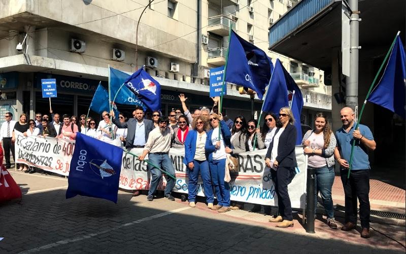 La palabra de los compañeros en la movilización de AEBU en Paysandú