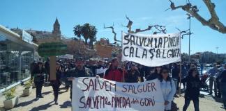La plataforma Salvem la Pineda d'en Gori s'ha manifestat als carrers de Palamós / Autor: Revista del Baix Empordà