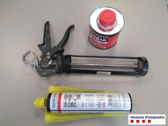 Instruments que l'autor feia servir per malmetre els parquímetres de l'Estartit