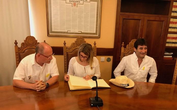 Joan Loureiro, Elsa Artadi i Martí Aldrich a la Sala de Plens de Begur | Imatge de Ràdio Capital